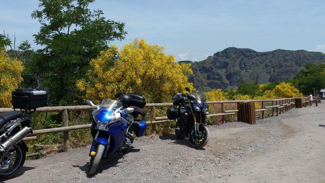Les motos sur le parking du Vésuve