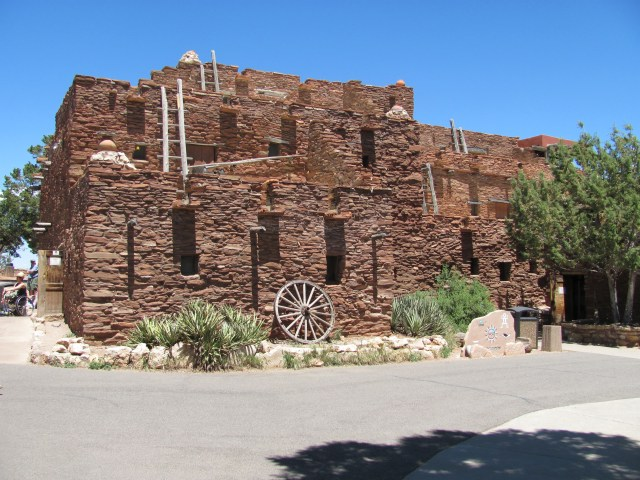 Grand Canyon Rim to Rim with kids: Hopi House in Grand Canyon National Park