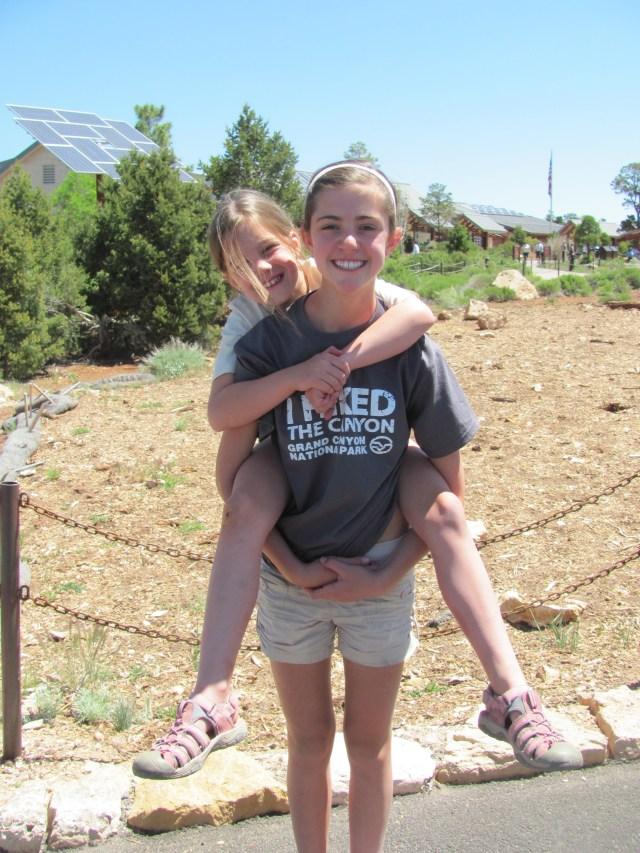 Grand Canyon Rim to Rim with kids: Naomi and Maya in Grand Canyon National Park