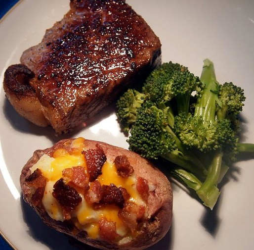 A meal fit for Wayne Gretzky: Strip-loin steak, a twice-baked potato and — to make Mike Keenan happy — broccoli.