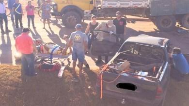 Motorista fica ferido ao bater na traseira de caminhão estacionado na marginal da BR-364 em Pimenta Bueno