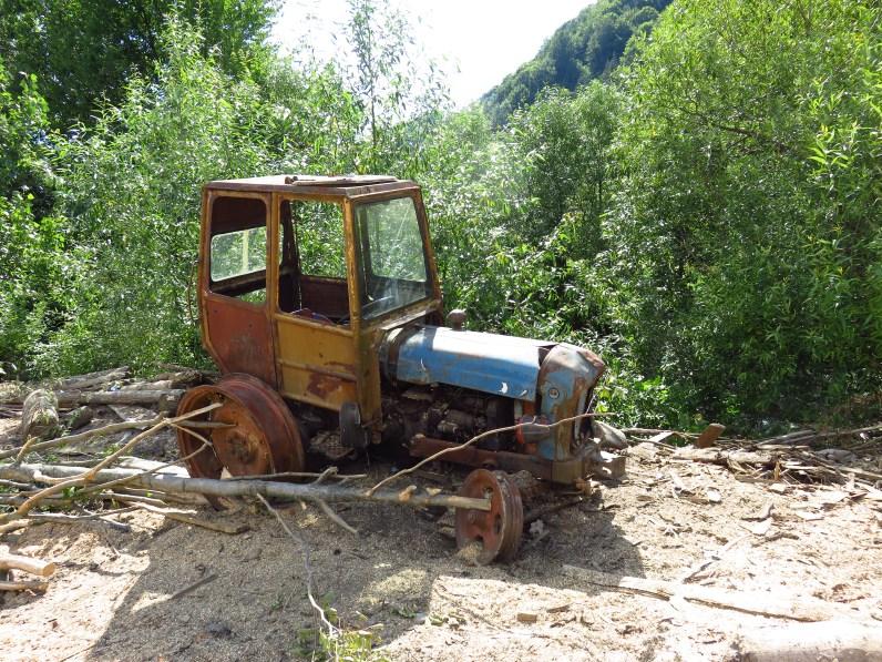 Abandoned tractor near Poienile de sub Munte