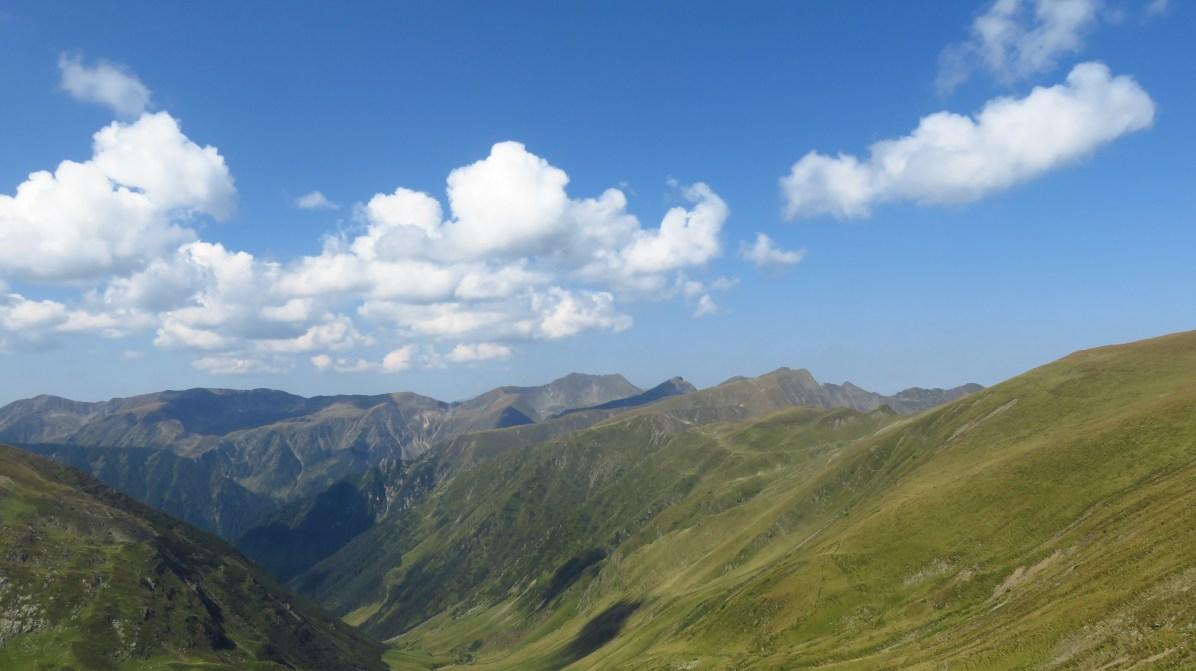Walking towards Moldoveanu and Vistea Mare Peaks
