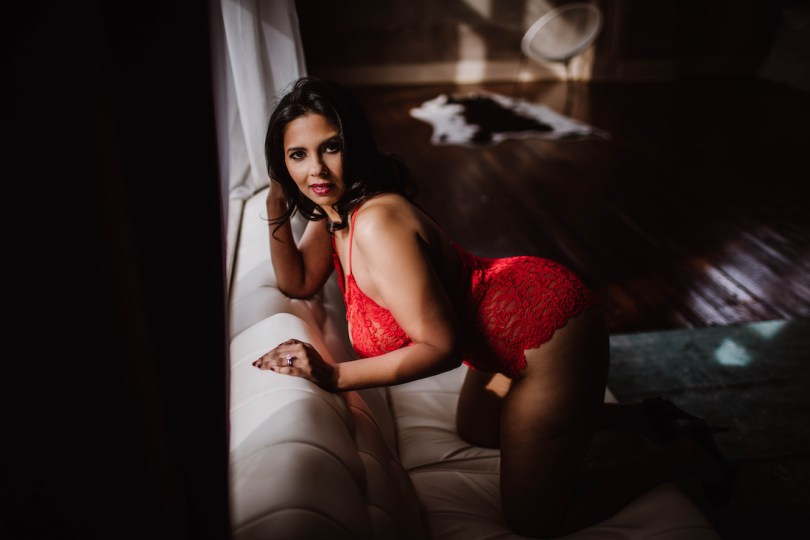 how-to-prepare-boudoir-photography-session-roamilicious