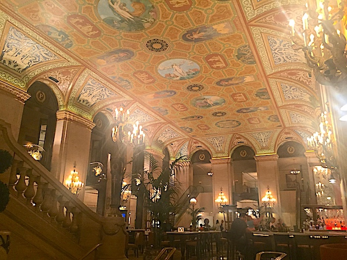 Chicago's Oldest Hotel: The Palmer House Hilton has its pros