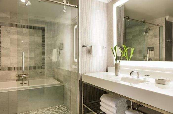 hotel charlotte-vs-airbnb-coronavirus
