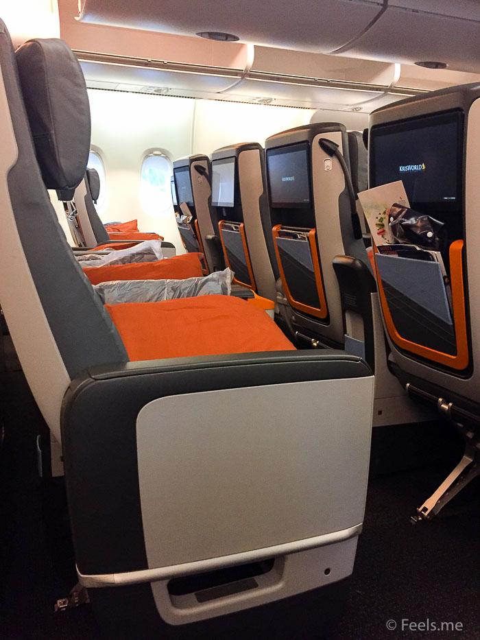 Singapore Airlines PVG SIN Premium Economy 2 4 2 configuration