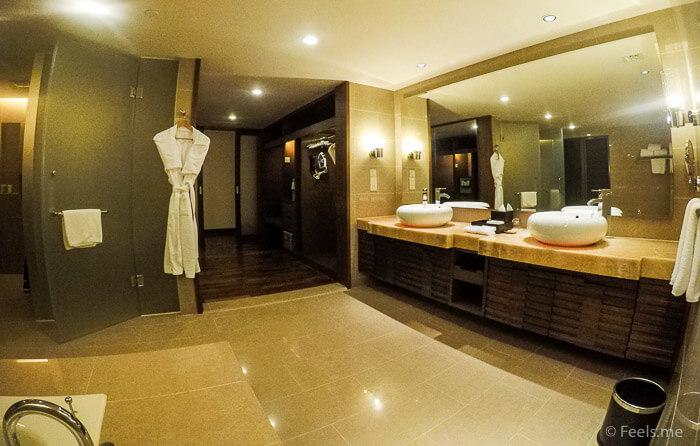 Hyatt Regency Kinabalu, Regency Suite Bathroom