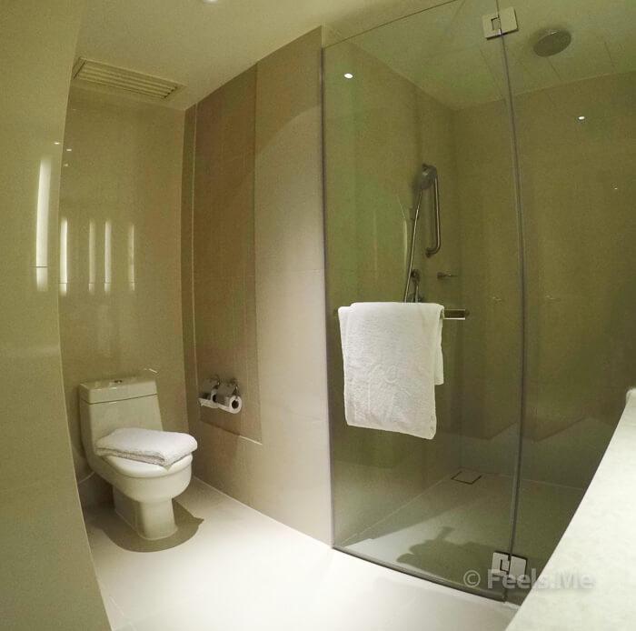 DoubleTree by Hilton Johor Bahru Bathroom