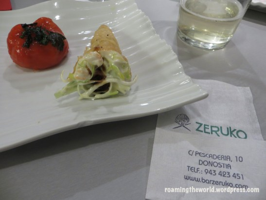 Ensalada de Congrego en un cucurucho/Crab salad in a cone + pimiento rellano de atún/ Stuffed pepper with tuna