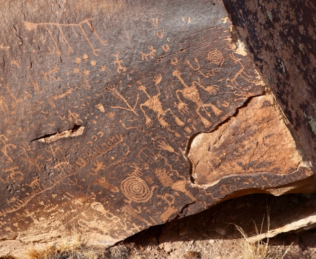 Newspaper Rock in Petrified Forest State Park