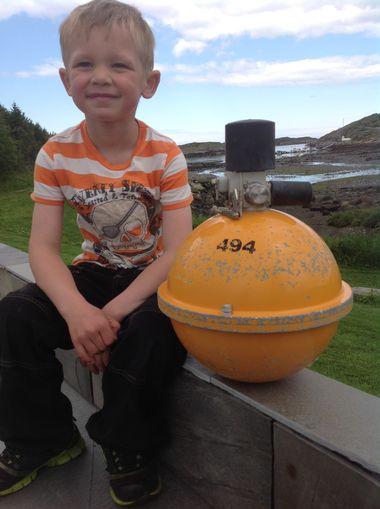 Sebastian Maaø Brandsø fant denne merkelige gjenstanden i fjæra i Roan. Nå vil han gjerne vite om noen savner den. FOTO: PRIVAT