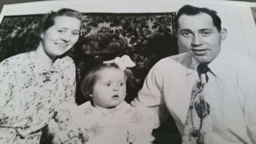 Margot og Peder Søreng sammen med elstebarnet Eva.