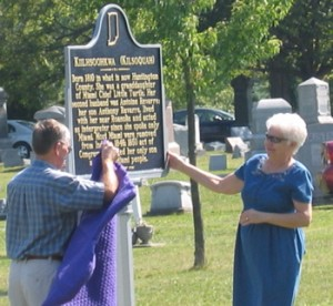 A photo of Bob and Kate Hoffman unveiling the Kilsoquah Historical Marker at the Roanoke Cemetery.