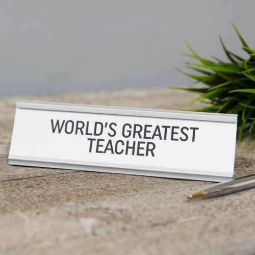Let the inspiring teacher in your life know you appreciate them with this 'World's Greatest Teacher' desk plaque.