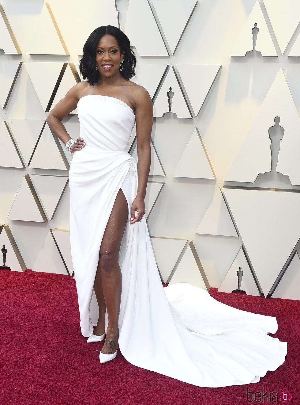 140245 regina king vestido blanco oscar renta premios oscar 2019 - Nuestros favoritos y no tan favoritos de la red carpet en los Oscar 2019