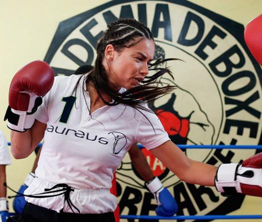 Gana una clase de Box privada con Adriana Lima e IWC