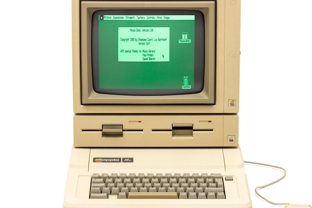 Esto sucede cuando encuentras una computadora Apple de 30 años