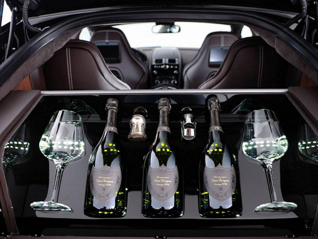 El Raptide S de Aston Martin: un automóvil champagne friendly