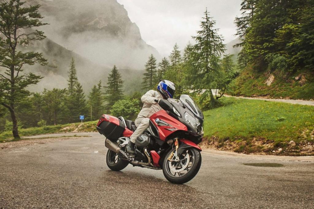 BMW R1250 RT 1024x683 - TOP 5: motocicletas para el roadtrip perfecto en esta época navideña