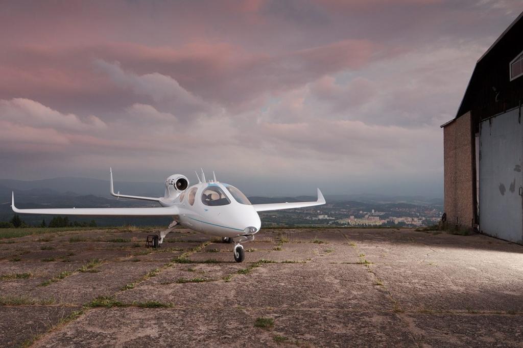 flaris 1200x800 1024x683 - ¡Olvida los aeropuertos! Flaris LAR 1 es el jet de lujo que cabrá en tu garaje