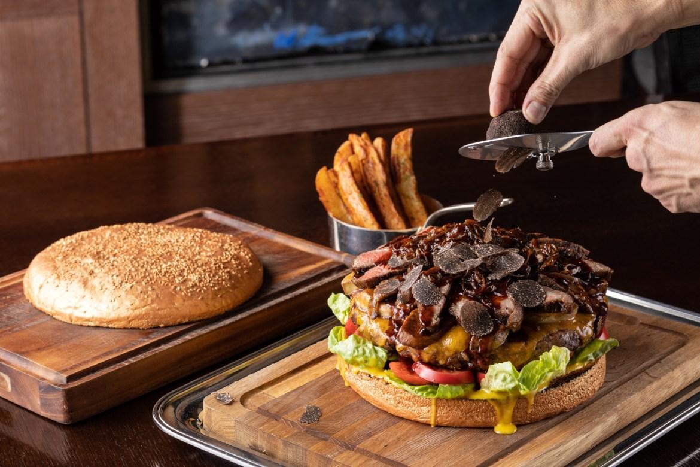 golden - ¿Te consideras un rey de la hamburguesa? Tienes que probar la más grande y costosa del mundo