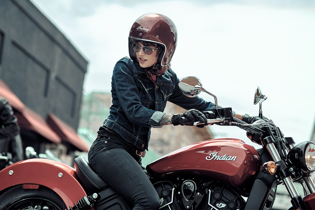 ¿Por qué todas las mujeres deberían atreverse a conducir una motocicleta?