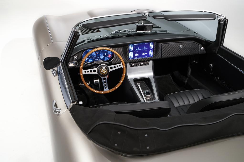 jclassicetypezeroproduction24081805 resize 1024x682 - Comienza la producción del Jaguar E-Type Concept Zero, el primer vehículo clásico eléctrico
