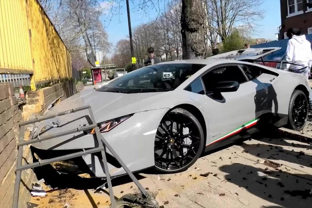 Cómo destrozar un Lamborghini Huracan Performante de 280 mil dólares en segundos