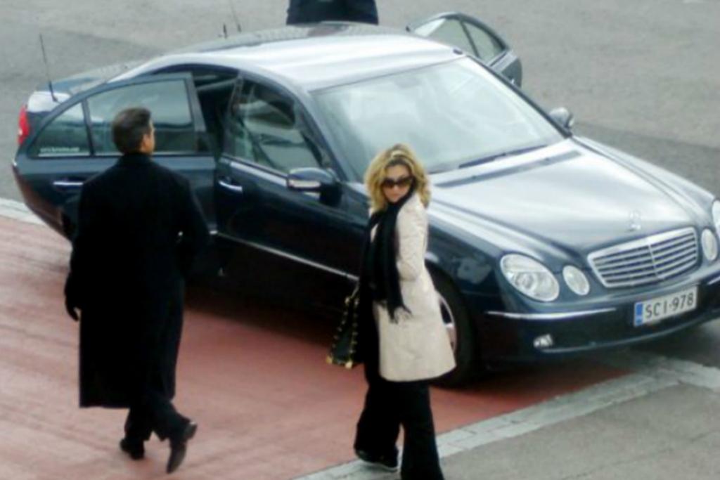 lm4 1024x683 - En estos lujosos autos se ha transportado Luis Miguel