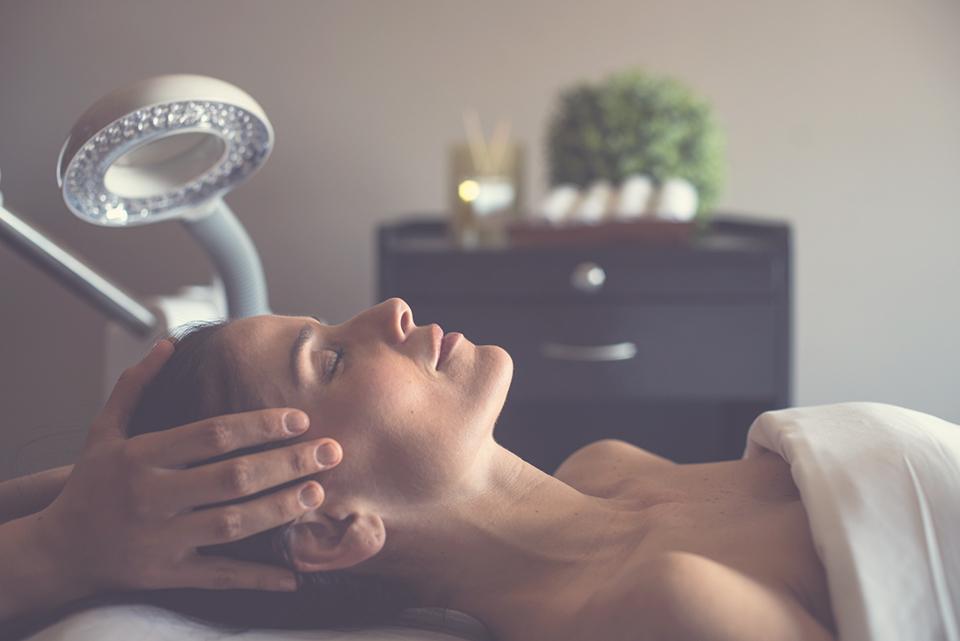 masaje - En Hela Spa tienen la mejor opción para consentir a mamá
