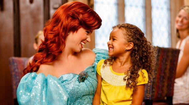 pba234234234387438 613x342 - Ya puedes tomar champagne junto a tu princesa Disney preferida