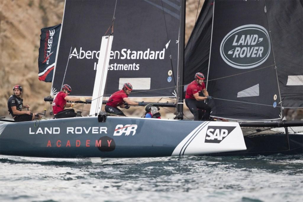 Land Rover reconoce la vela y el deporte en la serie Extreme Sailing Series