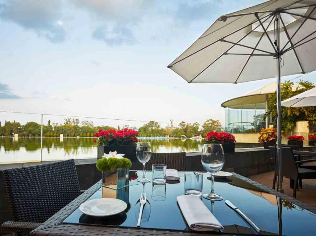 restaurante el lago buffet en lago mayor de chapultepec 01 1024x767 - ¿Es tu aniversario? Conoce los mejores restaurantes de la CDMX para ir en pareja