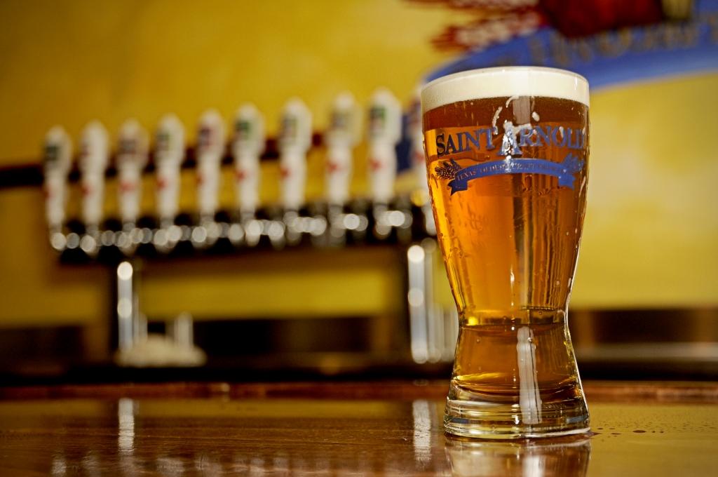 Saint Arnold Brewery beer 1024x680 - Cinco cosas muy cool que no sabías que puedes hacer en Houston