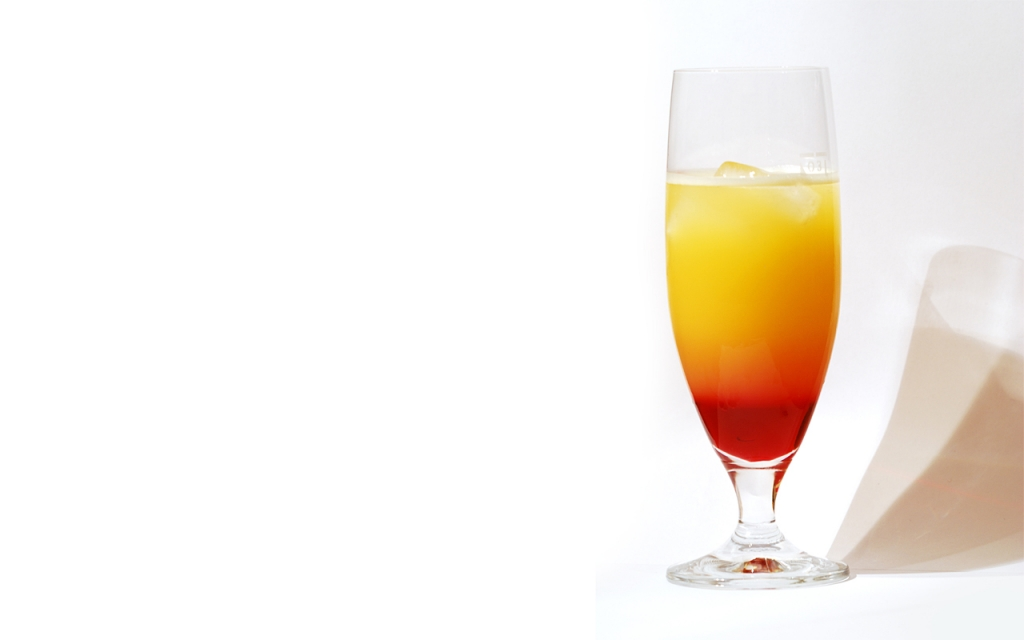 Tequila Sunrise 2411086102 1024x640 - Te contamos la historia de los cócteles con tequila más famosos