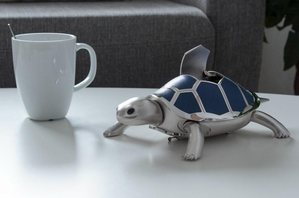 Ni reloj ni caja musical, simplemente una encantadora tortuga mecánica ideal para regalar