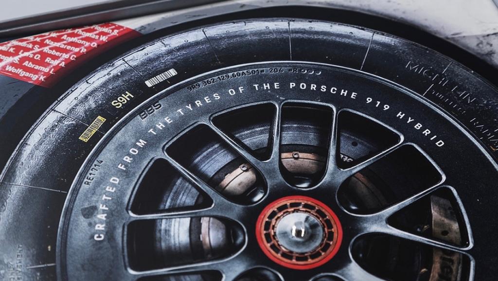Vinilo 1024x578 - Este vinilo fue creado con los neumáticos originales del 919 Hybrid