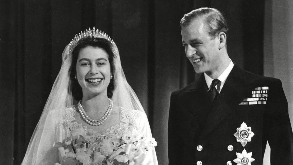 YE5QQYKXOBGVXEETYML5KEPHWI 1024x576 - ¿Qué usó la Reina Isabel II el día de su boda?