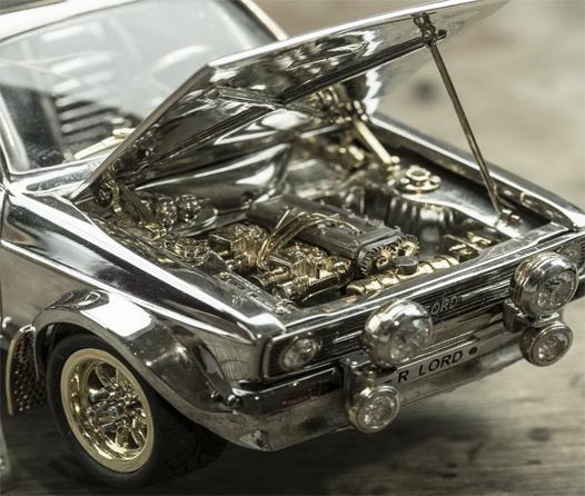 Añade a tu colección este Ford Escort Mk2 hecho de piedras preciosas