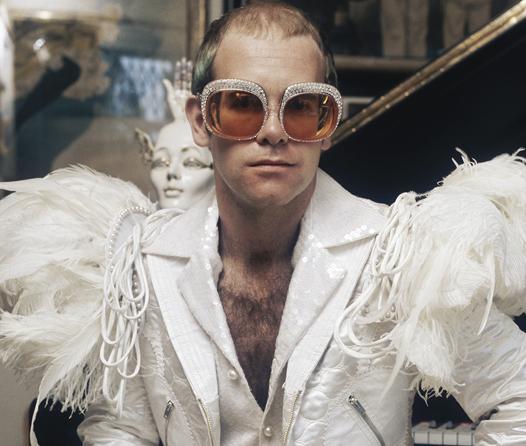 Recordamos los lentes de Elton John más excéntricos e icónicos