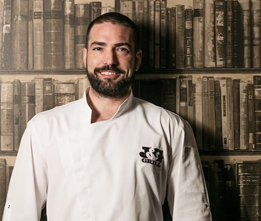 El nuevo chef ejecutivo del J&G Grill se fogueó en restaurantes con estrellas