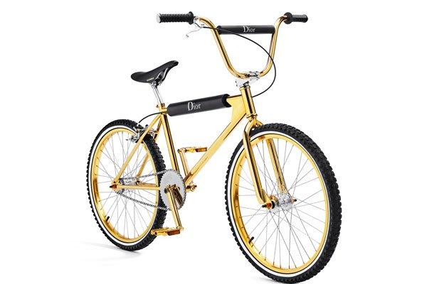 J-Balvin-presume-bicicleta-de-oro-Dior