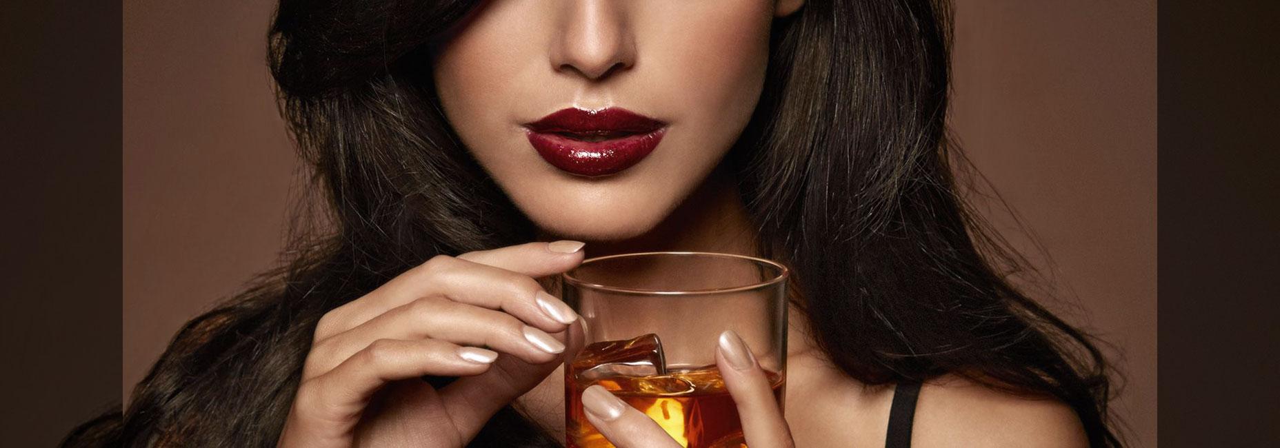 Razones por las que todas las mujeres deberían beber whisky