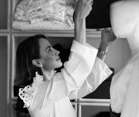 Daniela Villa lleva la elegancia del tango a la pasarela durante la Semana de la Moda
