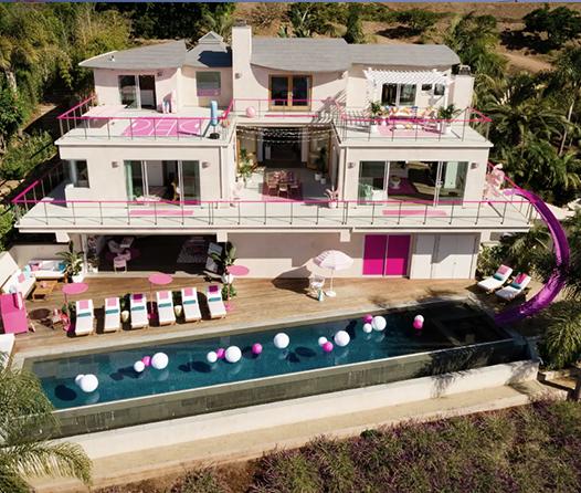 Vive un fin de semana como Barbie dentro de su mansión de Malibú en este Airbnb