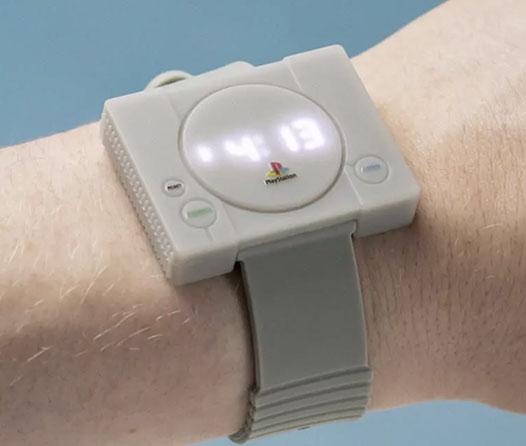 Ya puedes llevar un PlayStation en tu muñeca con este reloj para geeks