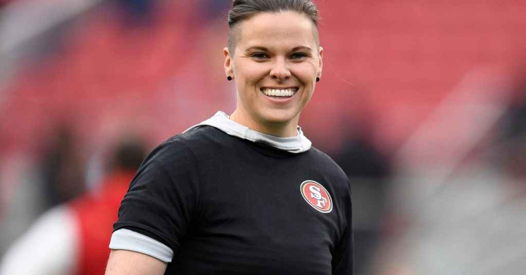 Quién es Katie Sowers, la primera mujer que disputará el Super Bowl