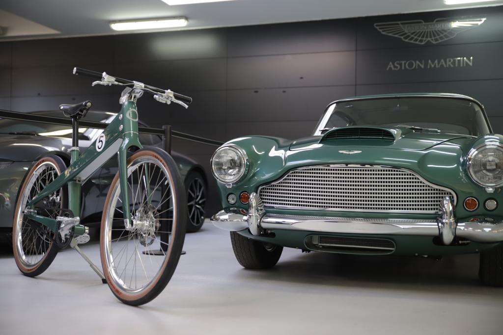 Así es la primera bicicleta eléctrica de Aston Martin inspirada en el DB4