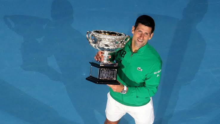 Novak Djokovic vuelve a ser número uno y homenajea a Kobe Bryant